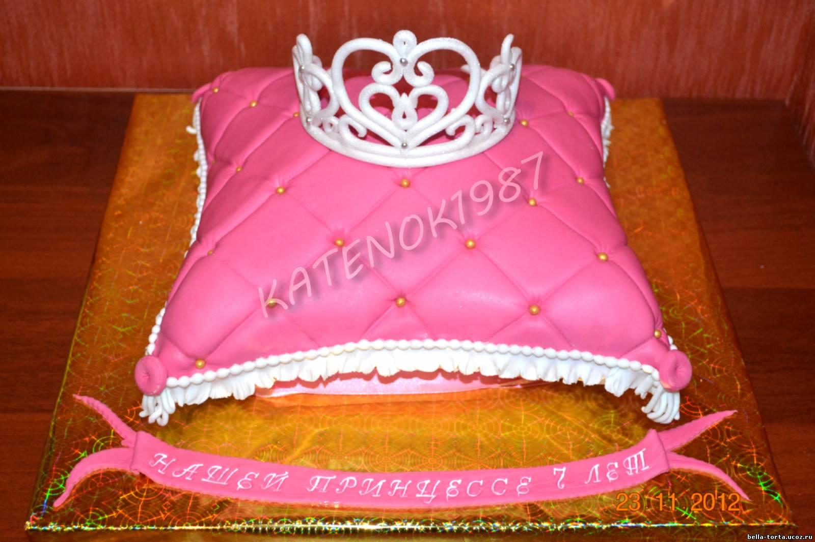 Торт своими руками с короной
